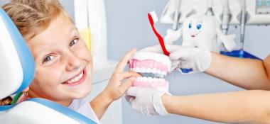 A che età devo portare mio figlio dal dentista?
